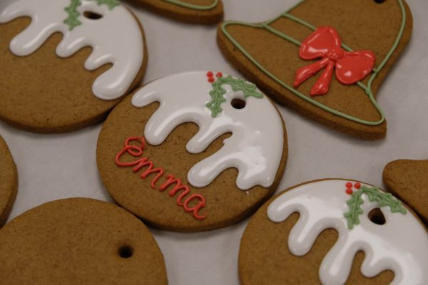 royal.uk/inside-kitchens-buckingham-palace-christmas-ginger-bread-biscuitsI