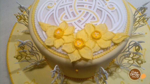 Tutorial Royal Icing: torta di narcisi gialli